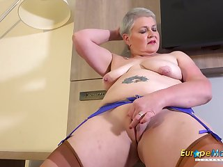 Busty Mature Candy Cummings Exposing Her Tits And Fucked Herself
